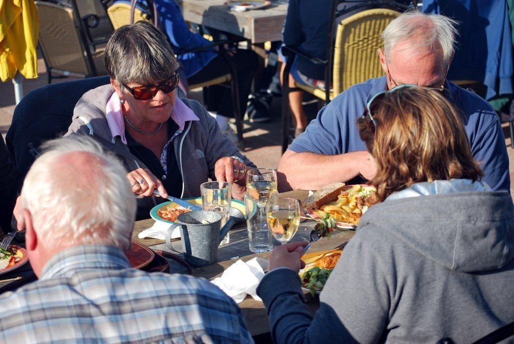 Eten bij Paviljoen Beach Inn