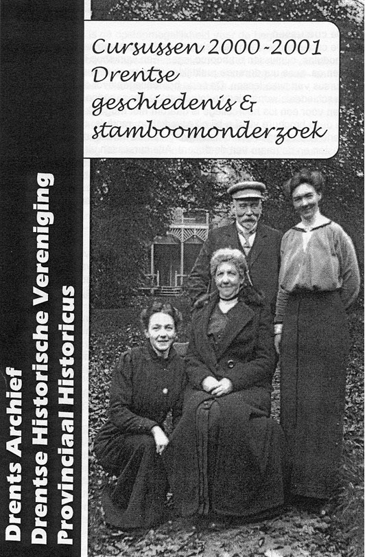 Aafko en Cor Gratama met hun dochters Jo en Co op de kaft van een folder van het Drents Archief